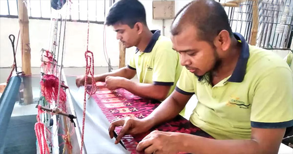 জেলা কারাগারে বন্দীরা জামদানির নিপুণ কারিগর