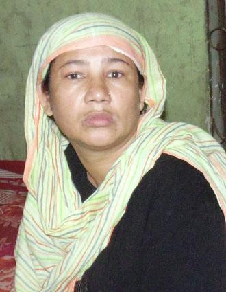 চাঁদমারীতে প্রতারক  নারী আটক