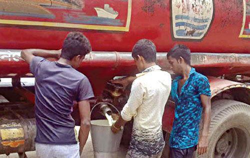 সিদ্ধিরগঞ্জের পদ্মা ডিপোতে  তেল চুরি থামছে না